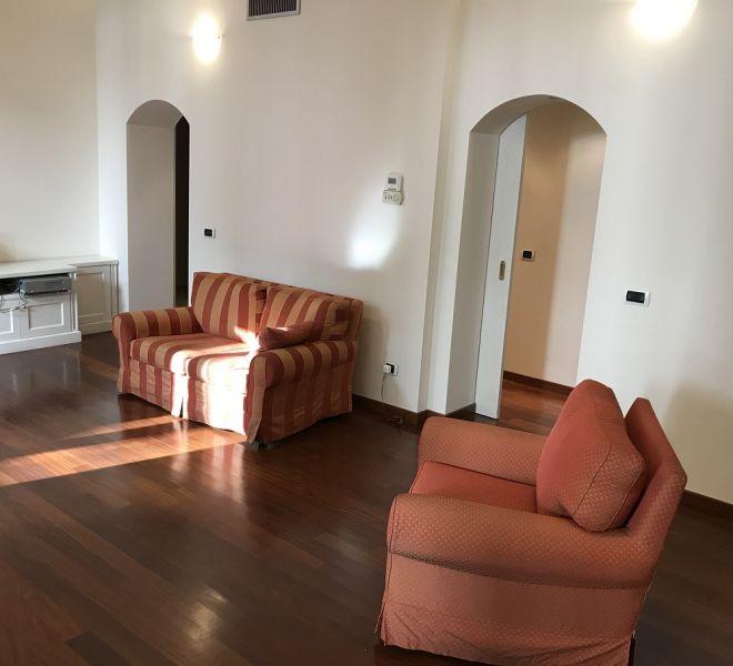 Affittasi Appartamento Trilocale Con Terrazzo 120 mq Quartiere San Babila