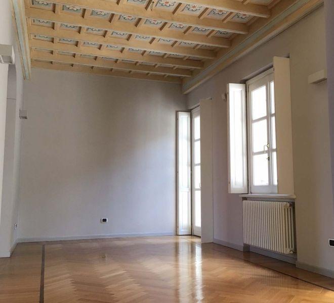 Affittasi Appartamento 250mq Quartiere Duomo Università Statale