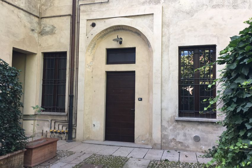 Vendesi Appartamento Trilocale 76mq con Giardino Quartiere Naviglio Grande