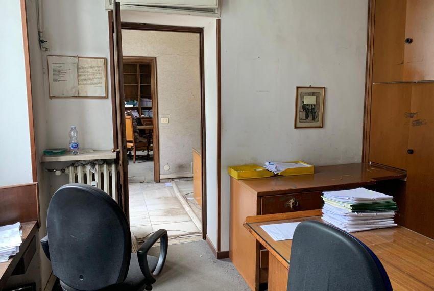 Vendesi Appartamento Quadrilocale 158mq da Ristrutturare Quartiere Cinque Giornate